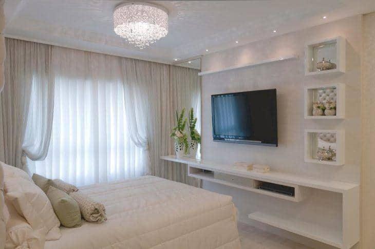 Móvel para TV no quarto