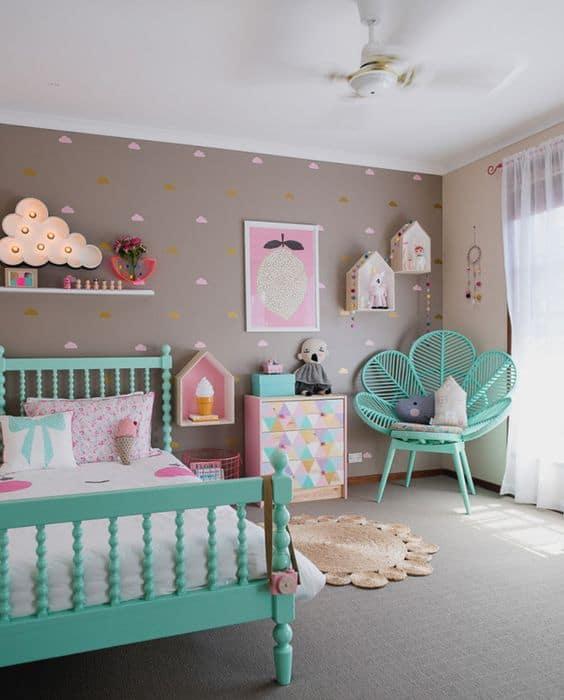 quarto colorido com nuvens
