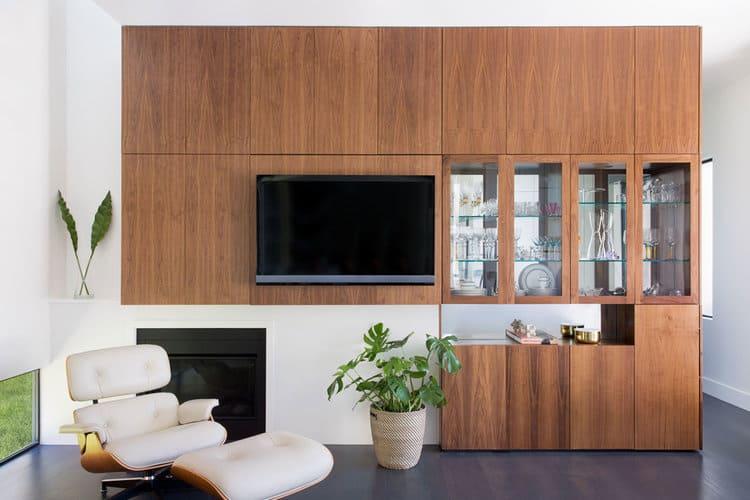 sala de tv com cristaleira embutida
