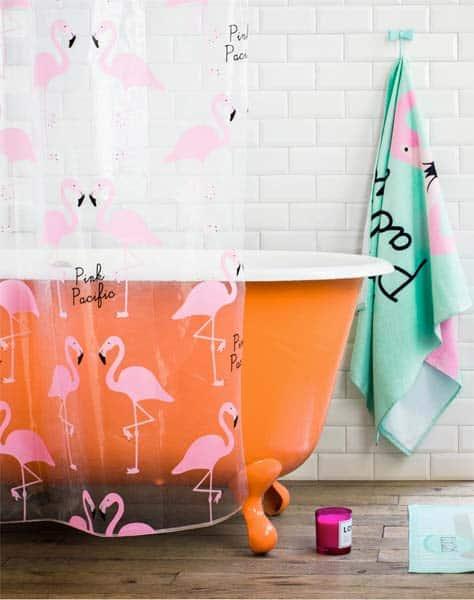 Decoração de flamingo no banheiro