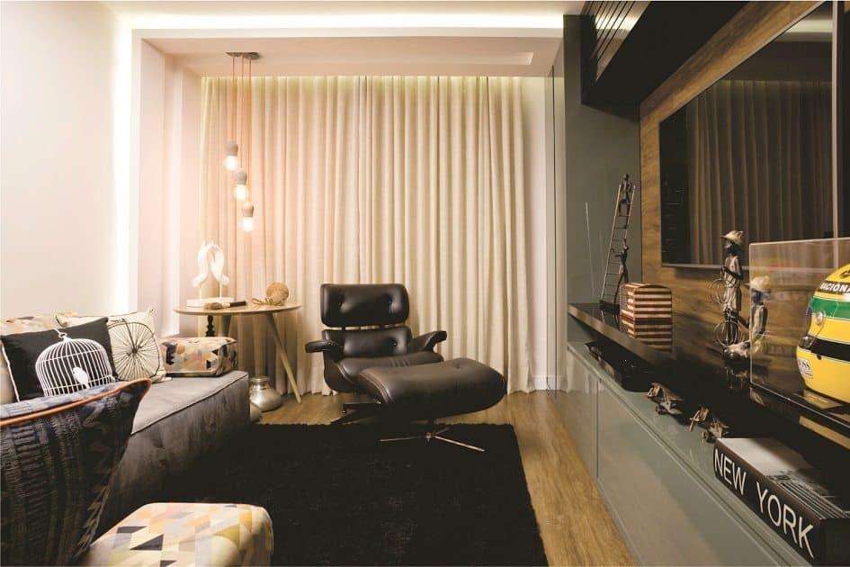 Sala moderna com poltrona Eames