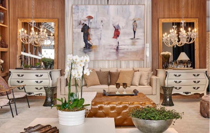 Sala de luxo com antiguidades