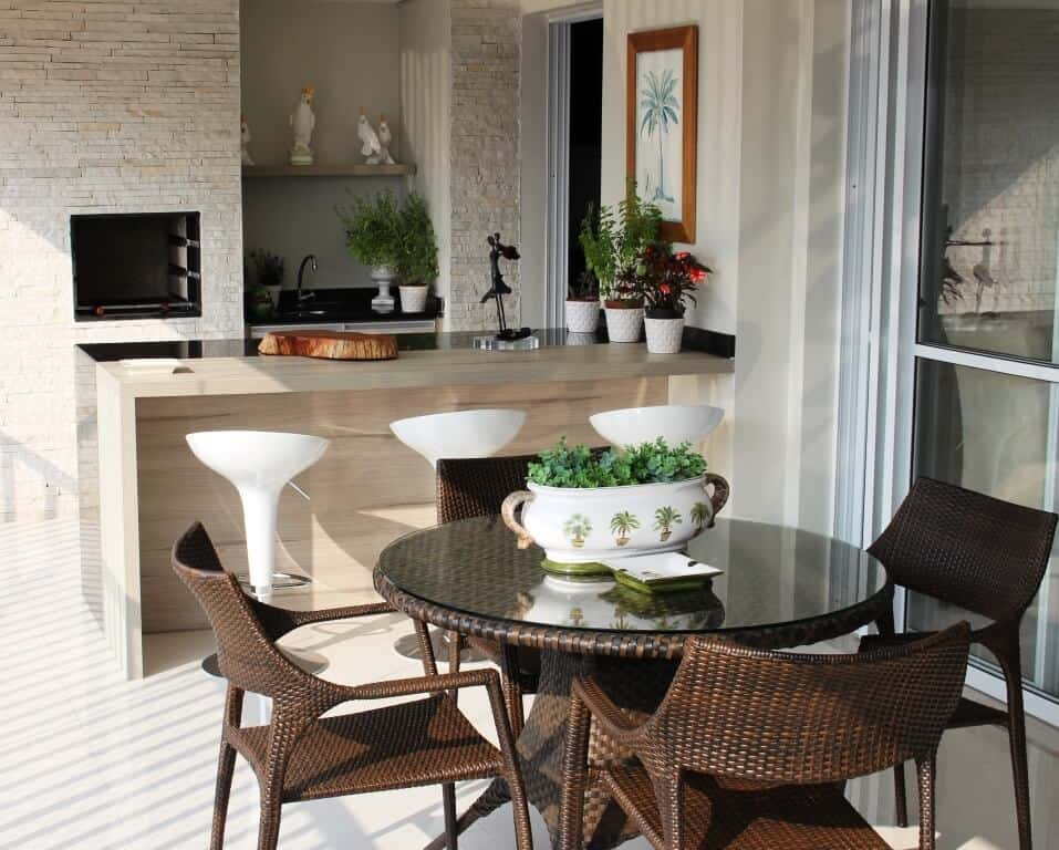 Espaço gourmet na varanda simples e bonito