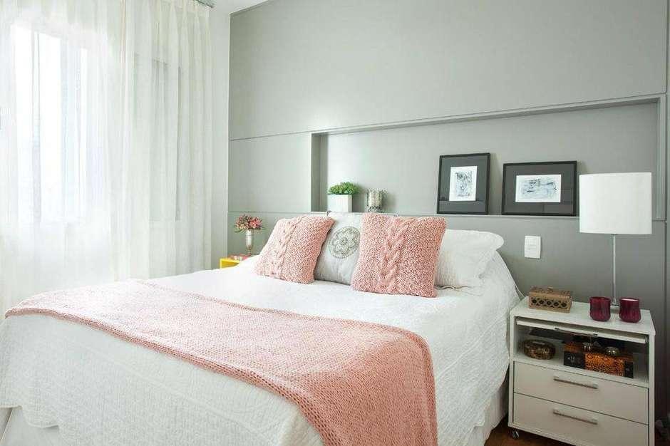 como decorar a cama com almofadas de trico