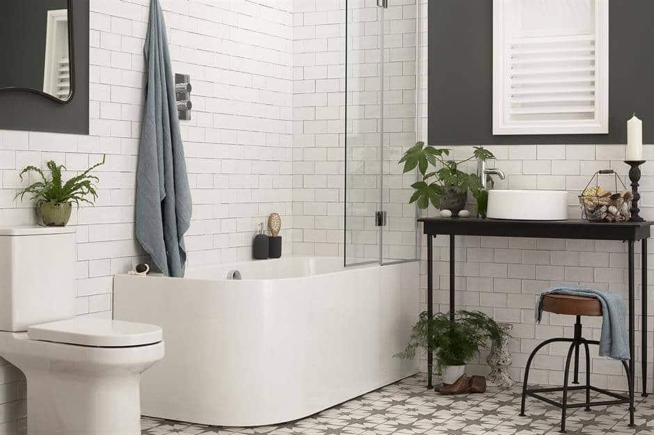 Projeto de banheiro simples em preto e branco
