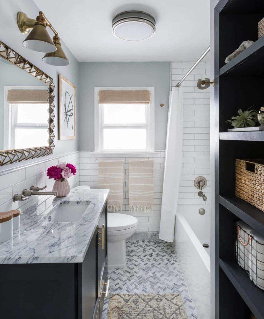 Decoração de banheiro claro e diferente