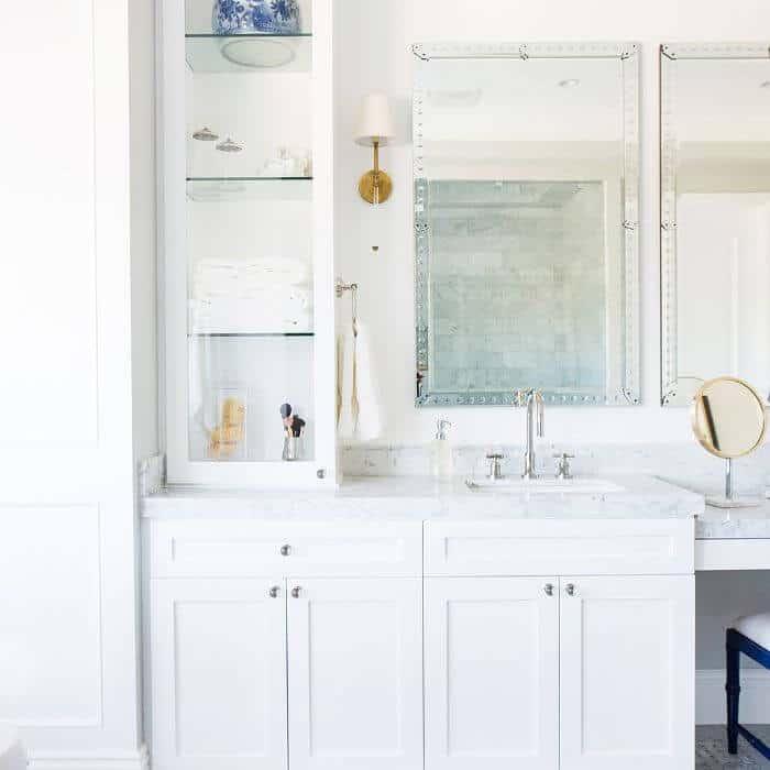 Banheiro elegante na cor branca