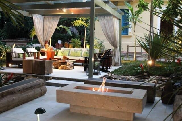 ideia para lareira de marmore no jardim