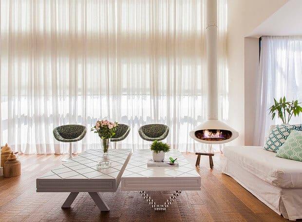 sala clean com lareira flutuante suspensa branca