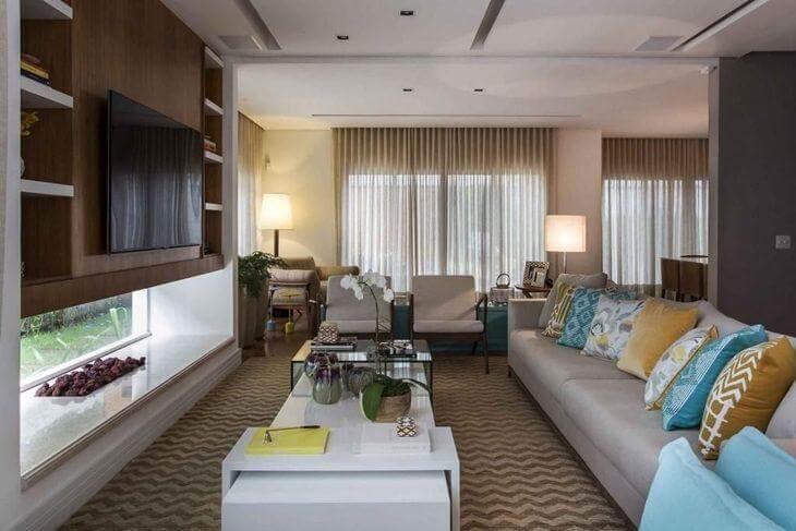 sala elegante com tv e lareira