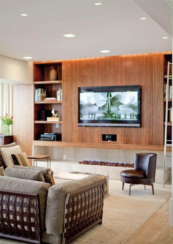 sala moderna com lareira embaixo da tv